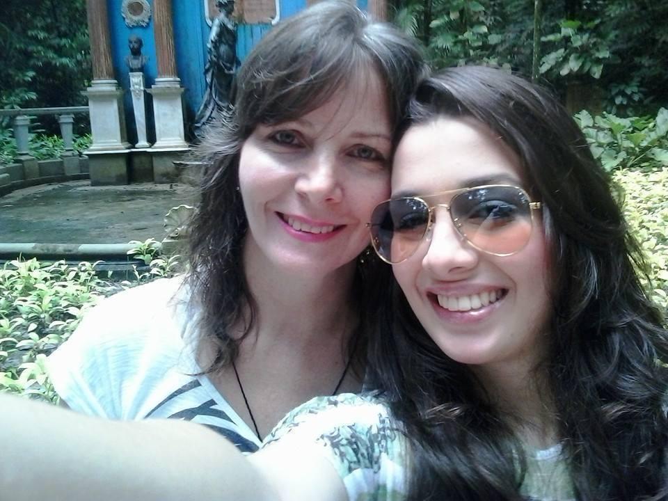 eu (Syl) e a minha filha Bruna Rizzi esteticista cabeleireiro(a)