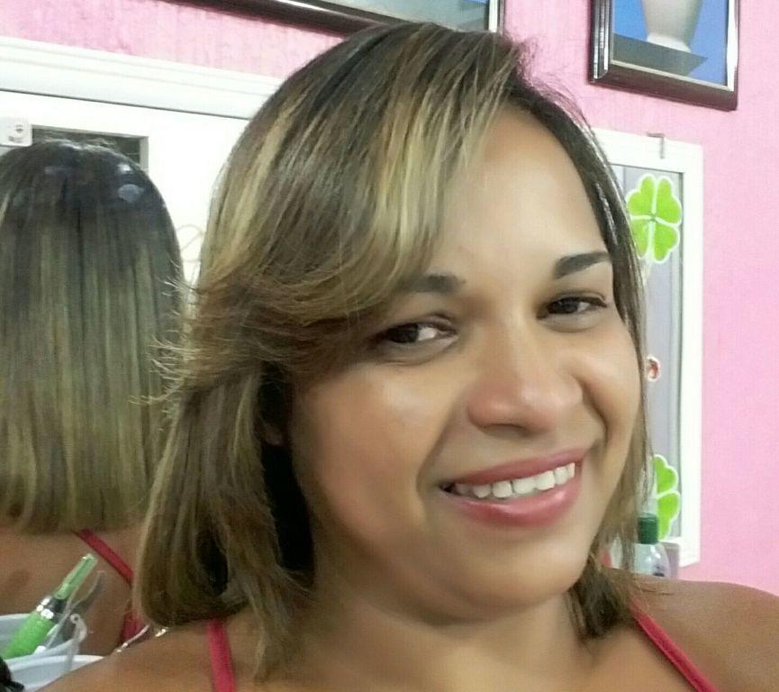 Eu cabelo manicure e pedicure designer de sobrancelhas empresário(a) / dono de negócio escovista revendedor(a) vendedor(a) cabeleireiro(a) consultor(a) depilador(a) empresário(a) / dono de negócio empresário(a) estudante (manicure)