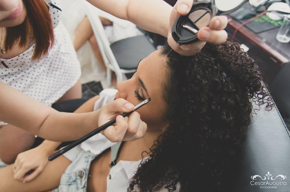 maquiador(a) designer de sobrancelhas assistente esteticista