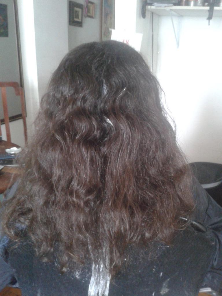 Antes de alisamento definitivo com tioglicolato de amônia cabeleireiro(a) barbeiro(a) maquiador(a) designer de sobrancelhas depilador(a)