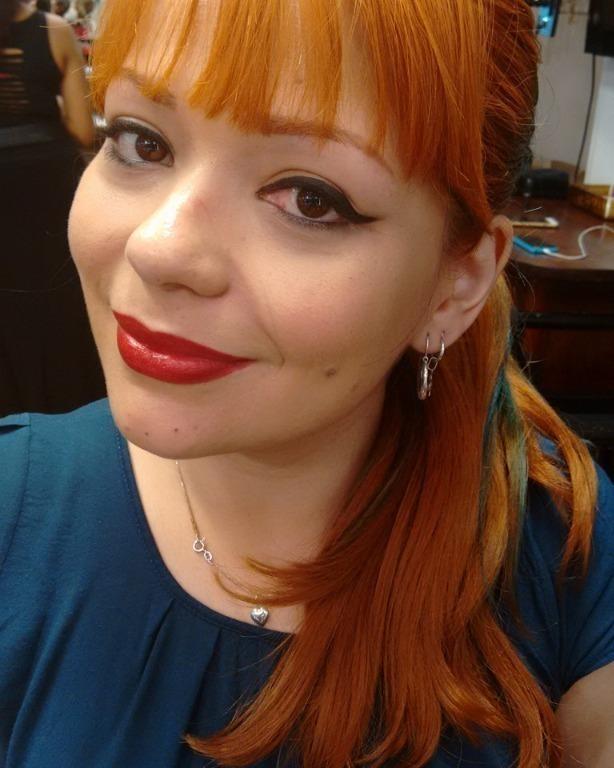 Maquiagem super clássica. Delineado gatinho e boca vermelha. #delineadogatinho #bocavermelha #liceudemaquiagem maquiagem maquiador(a) assistente maquiador(a)