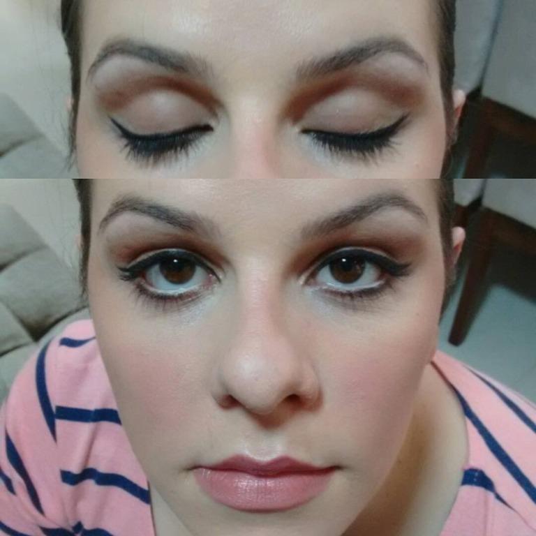 Maquiagem simples com delineado, côncavo marcado e batom clarinho. #delineado #côncavo. maquiagem maquiador(a) assistente maquiador(a)