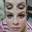Maquiagem simples com delineado, côncavo marcado e batom clarinho. #delineado #côncavo.
