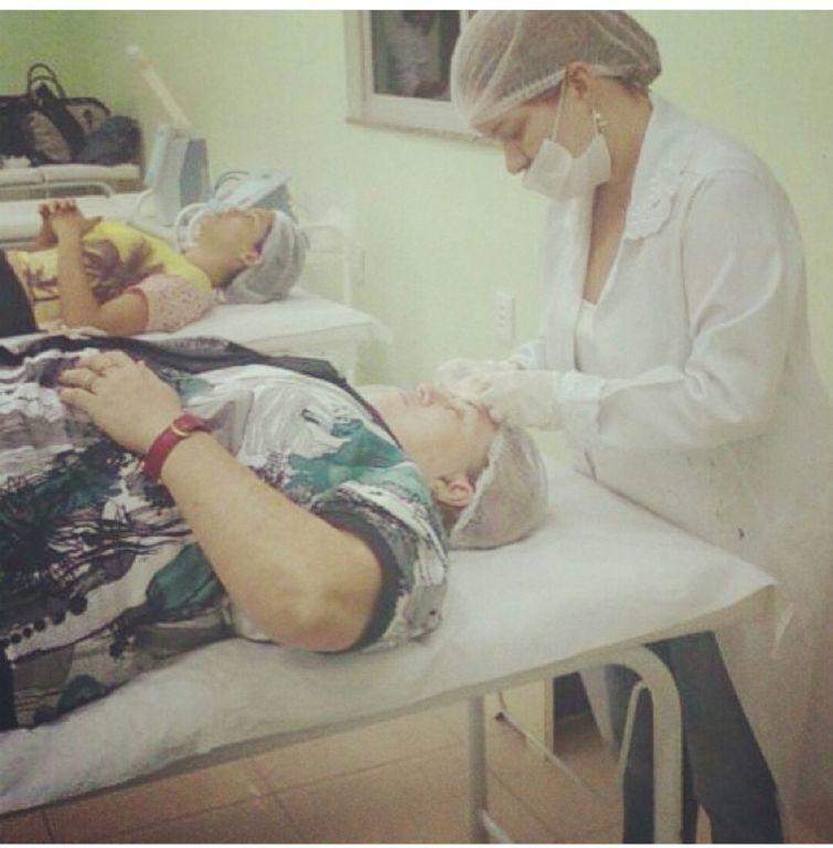 Limpeza de pele estética esteticista maquiador(a) massoterapeuta