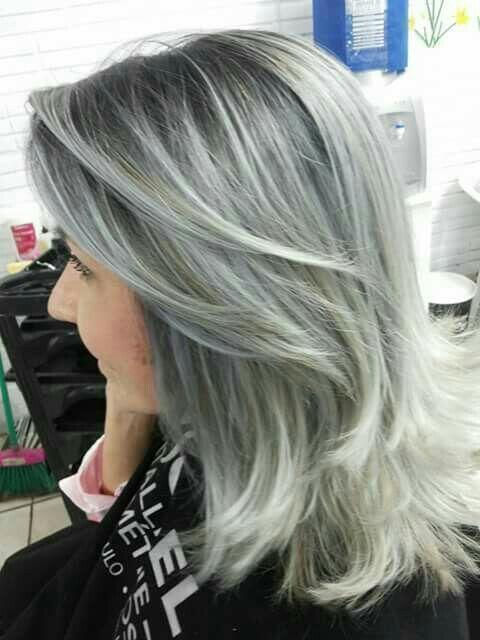 Mechas com raiz escura em evidência cabelo cabeleireiro(a)