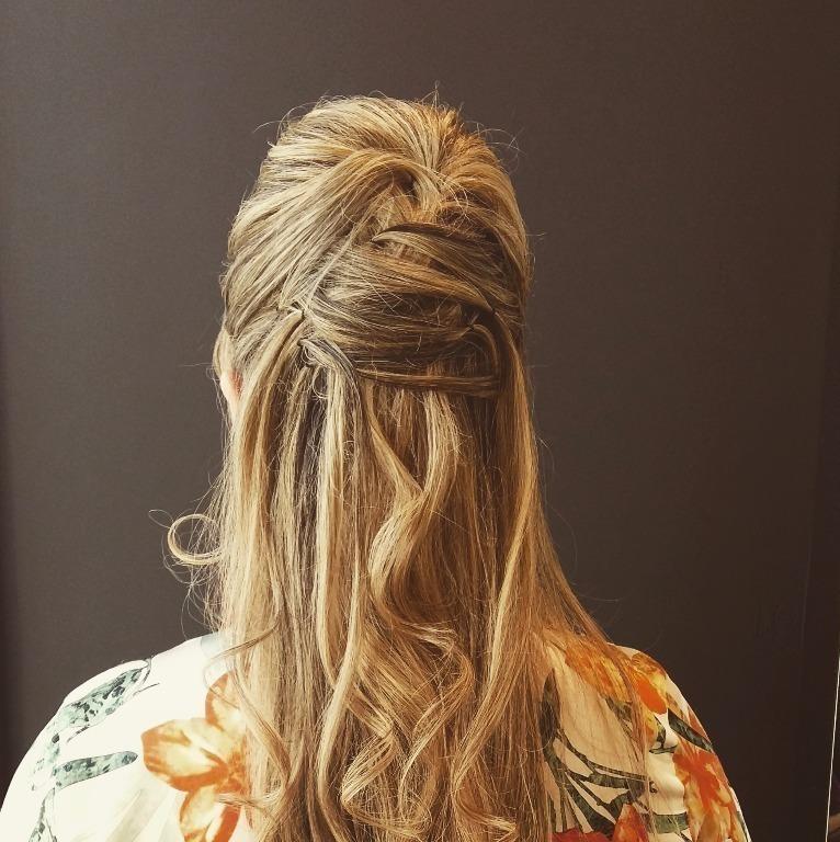 Penteado #semipreso #casamento #madrinha #penteado moderno #luxuoso #isabelcabelo #isabelhair  cabeleireiro(a)