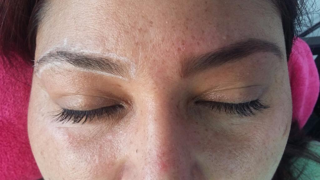 Designer de sobrancelhas.  Antes/depois.   maquiador(a) manicure e pedicure designer de sobrancelhas