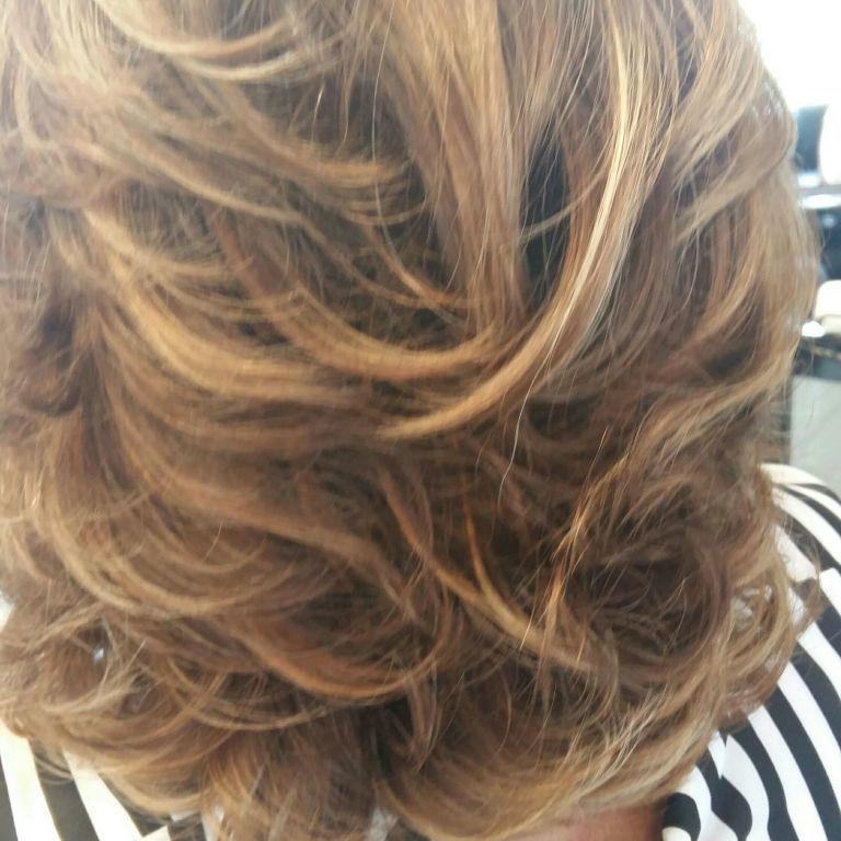 Ondas movimento ...ombre hair. ..o carnaval  tá ai ...Vamos se divertir lindassss cabelo cabeleireiro(a)