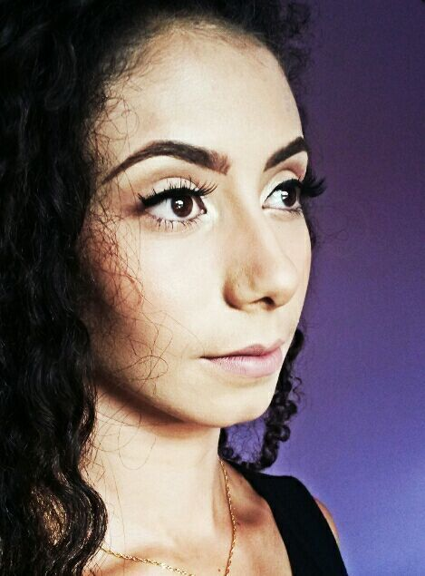 Maquiagem leve com uma pele bem preparada maquiagem maquiador(a) assistente esteticista