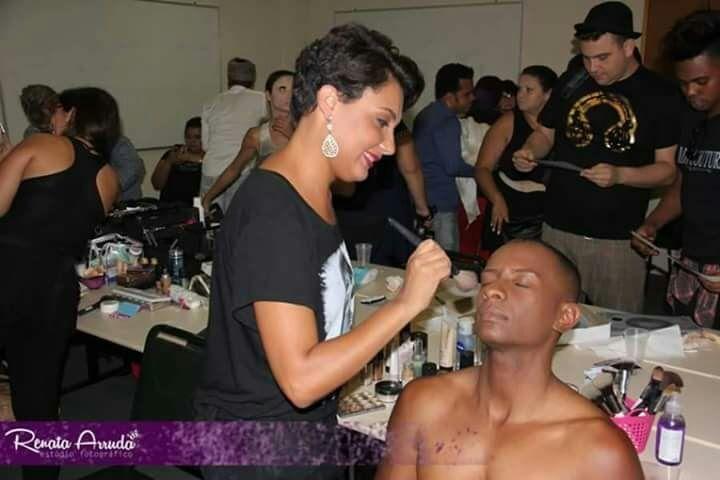 maquiador(a) designer de sobrancelhas cabeleireiro(a) stylist / visagista