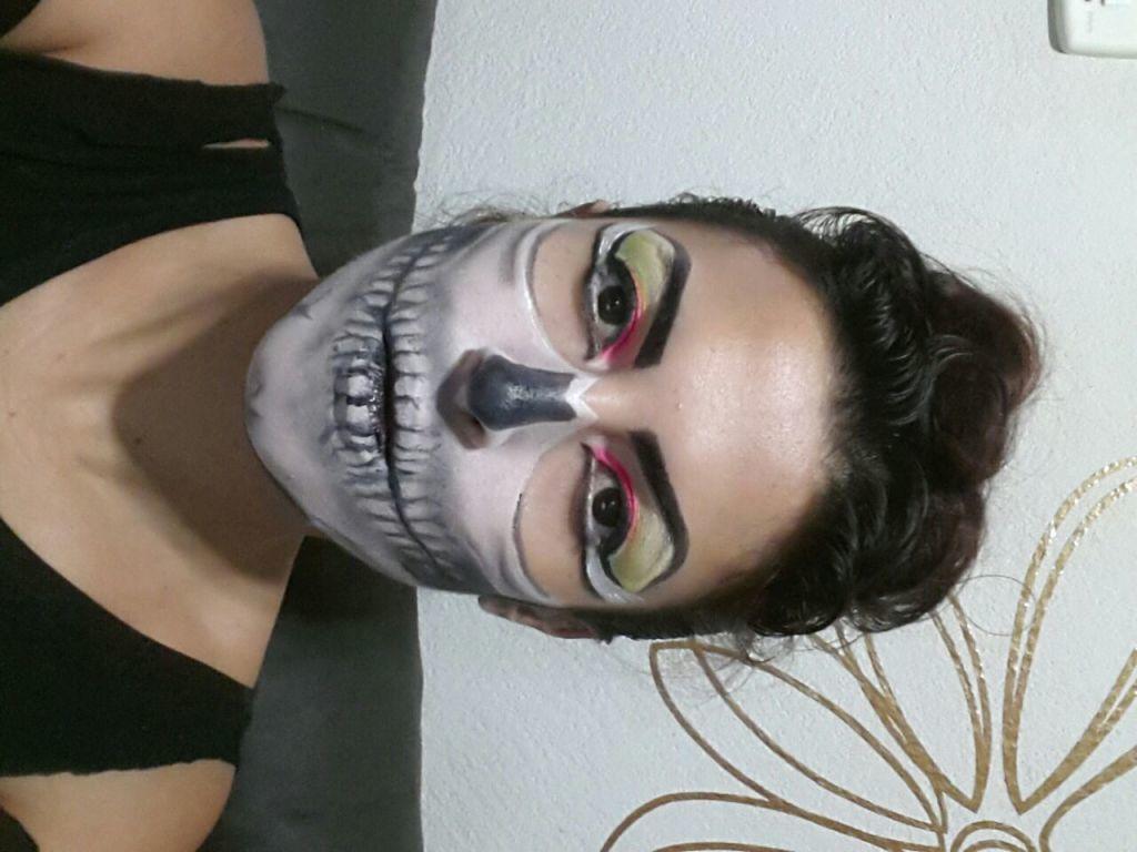 Makeup artística maquiagem designer de sobrancelhas maquiador(a)