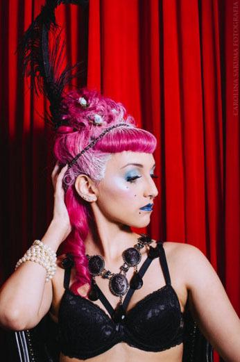 Cabelo e maquiagem: Luara Reisinger Foto: Carolina Sakuma Modelo: Sarah Amethyst maquiador(a) designer de sobrancelhas cabeleireiro(a)