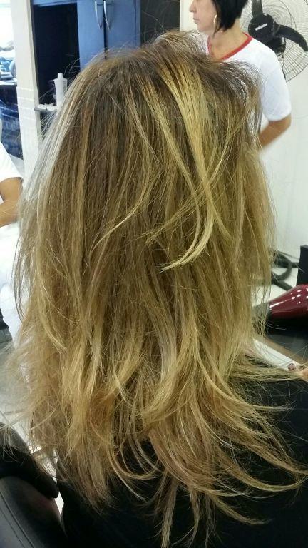 cabelo auxiliar cabeleireiro(a) assistente maquiador(a) estudante (cabeleireiro)