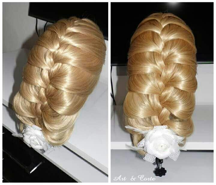 Trança embutida despojada. cabelo estudante (cabeleireiro)