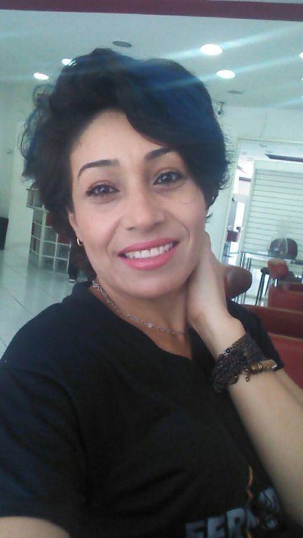 Sou cabeleireira formada na academia Fernando Alves,e até o momento trabalho no mesmo como profissional. cabelo cabeleireiro(a)