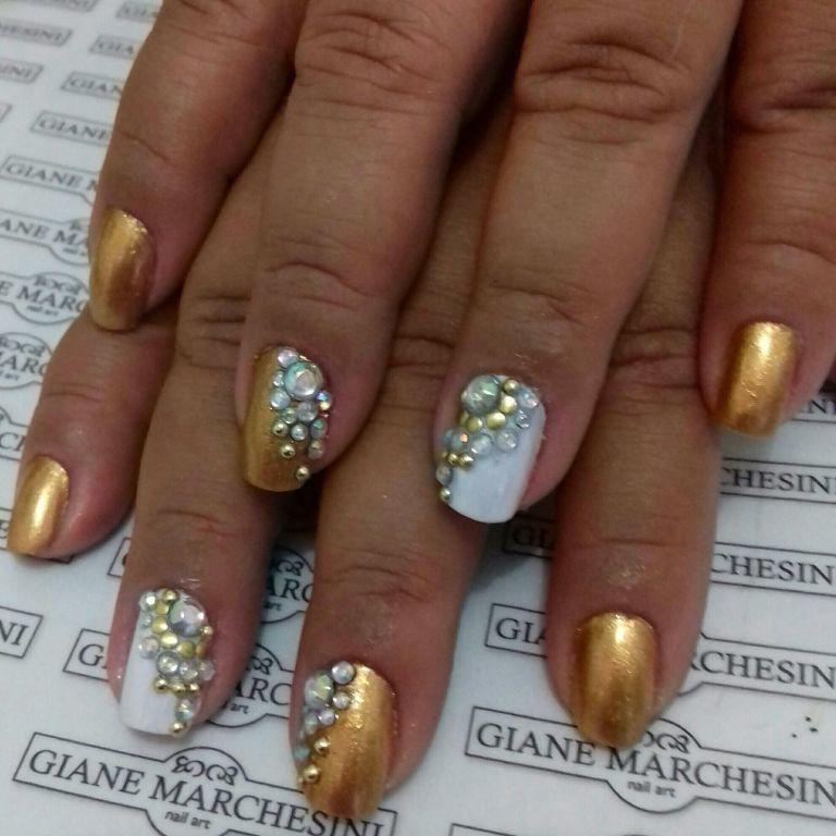 unha branca e dourado unhas  manicure e pedicure depilador(a) maquiador(a) depilador(a) depilador(a) manicure e pedicure