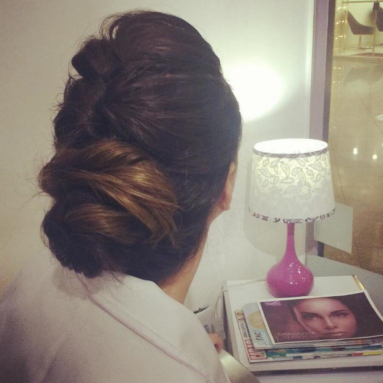 penteado noiva cabelo  maquiador(a) designer de sobrancelhas