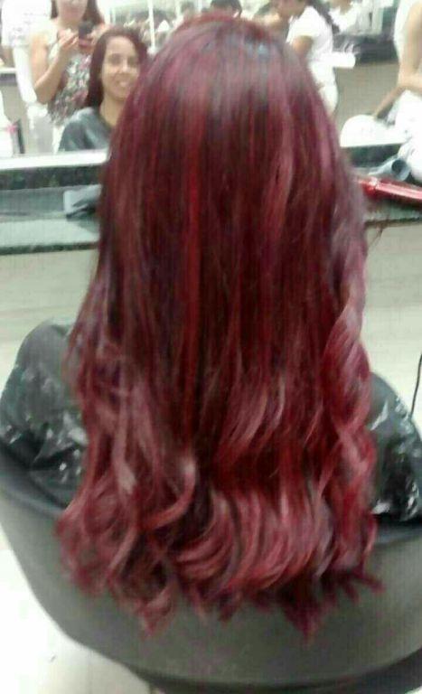 Luzes vermelhas cabelo designer de sobrancelhas estudante (manicure) estudante (maquiador) estudante (cabeleireiro)