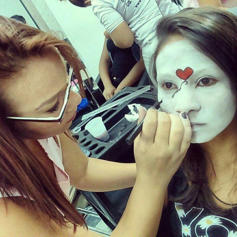 Make artistica maquiagem designer de sobrancelhas estudante (manicure) estudante (maquiador) estudante (cabeleireiro)