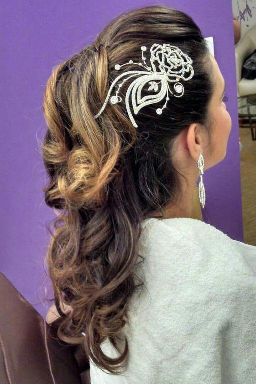 penteado semi preso cabelo  maquiador(a) cabeleireiro(a) esteticista cabeleireiro(a)