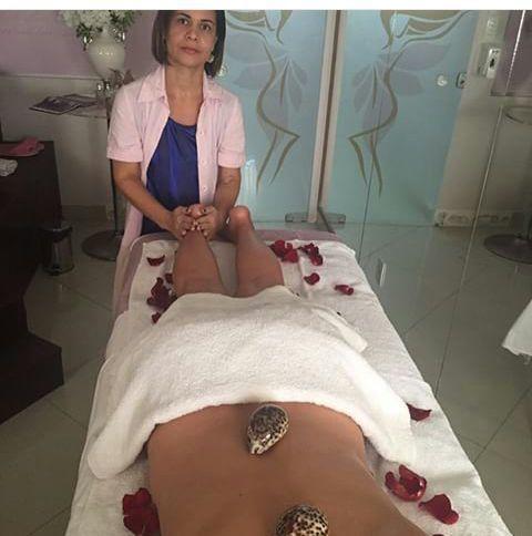 Massagem com conchas estética esteticista cosmetólogo(a)