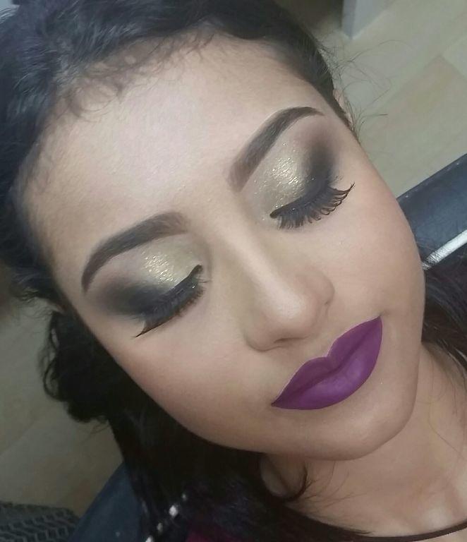 Make esfumado na diagonal batom roxo maquiagem  maquiador(a)