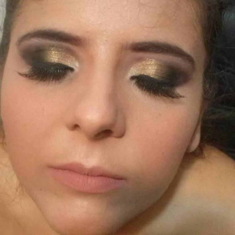#formatura #maquiagemdeformatura #makeformanda #maquiagem #pretoedourado #makepretaedourada #batomnude maquiador(a) designer de sobrancelhas
