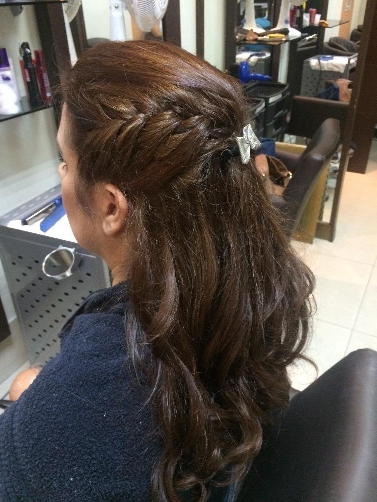 Preso simples com tranca lateral imbutida. cabelo cabeleireiro(a) maquiador(a)