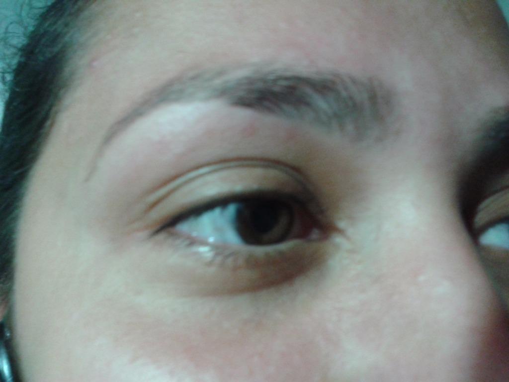 Minha amiga e cliente Letícia Borges,sempre tirando sua sobrancelha comigo! rsrs ^^ auxiliar cabeleireiro(a) atendente vendedor(a) caixa estudante (designer sobrancelha)