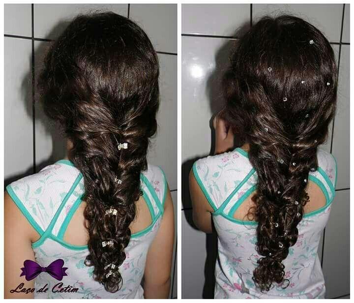 Penteado em cabelo cacheado, trança grega cabelo estudante (cabeleireiro)