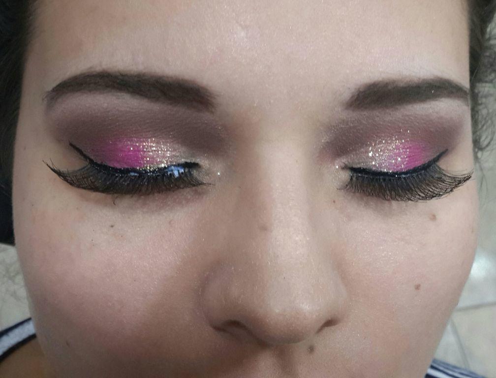 Make vertical.. leve mas marcante... com um toque de brilho e cilios poderosos maquiagem maquiador(a) consultor(a)