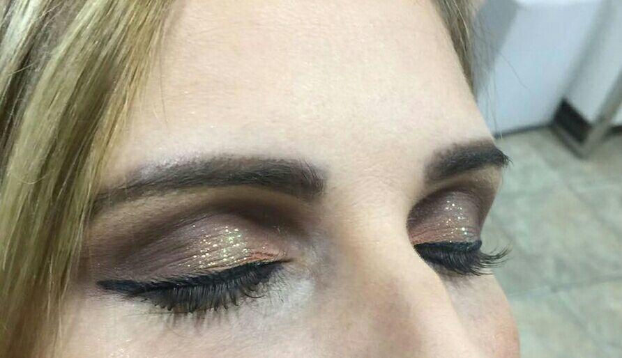 Toque de brilho + toque de laranja... maquiagem maquiador(a) consultor(a)