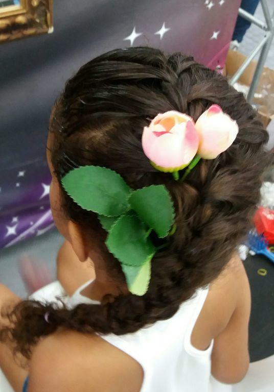 Trança embutida lateral cabelo estudante (cabeleireiro)