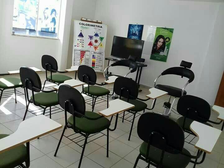 Sala de aula curso de colorimetria. cabeleireiro(a)