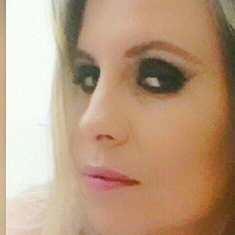 Olho preto marcado maquiagem maquiador(a) assistente maquiador(a) gerente designer de sobrancelhas recepcionista outros