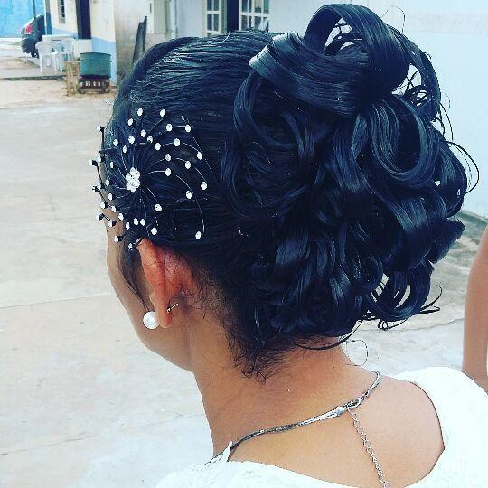 cabelo estudante (cabeleireiro) auxiliar administrativo designer de sobrancelhas