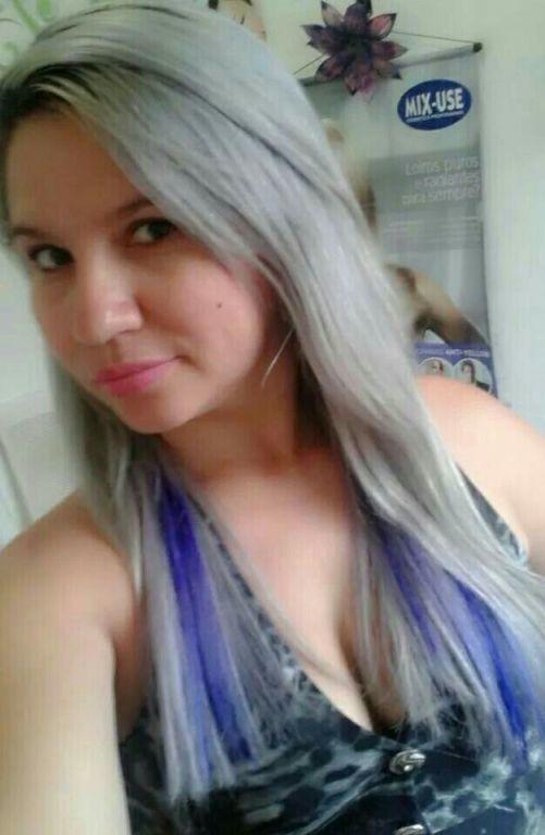 Meu platinado com uma mecha lilás. cabelo cabeleireiro(a)