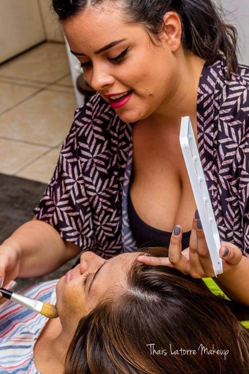 Foto aplicando primer de correção amarelo #primer #maquiadora #maquiagem maquiagem maquiador(a) designer de sobrancelhas
