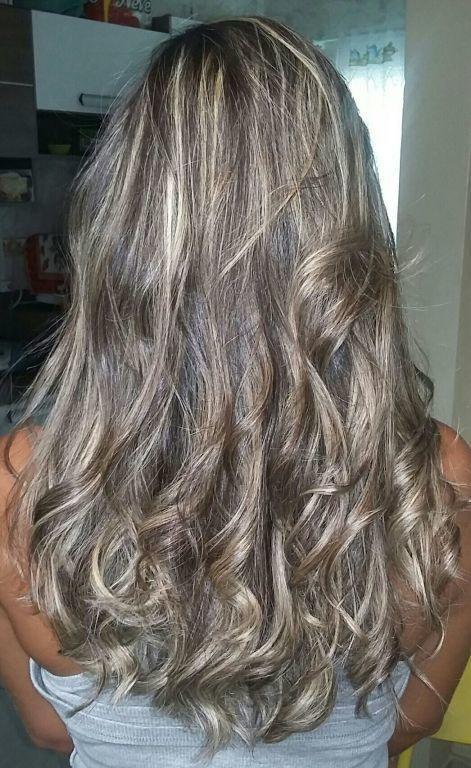 Ombre hair com iluminação no topo. cabelo cabeleireiro(a)