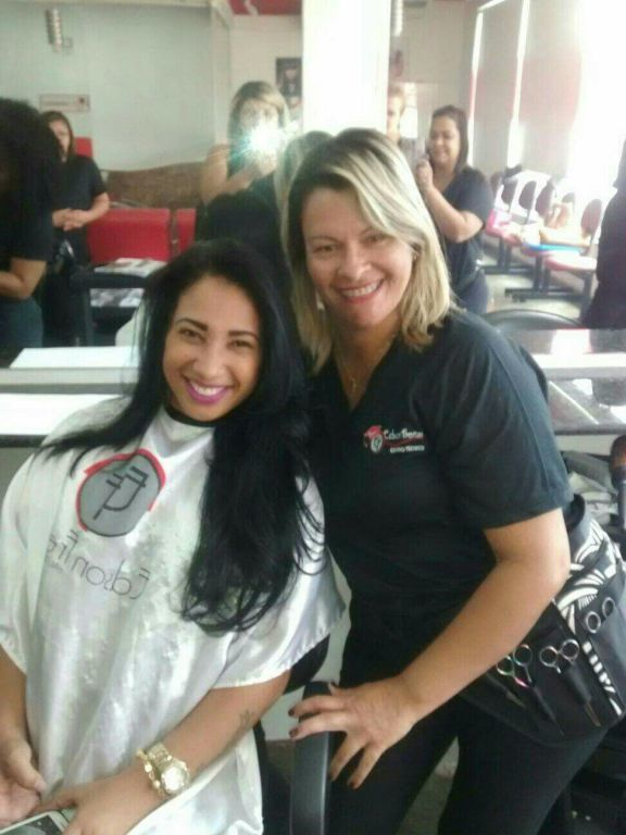 auxiliar de limpeza cabeleireiro(a) cabeleireiro(a) estudante (cabeleireiro)