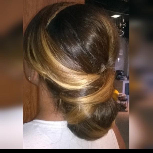 #maquiadora #maquiagemprofissional #pricilagfhair #make #diva #penteado #penteadonoiva #penteadomadrinha #penteadodiva cabeleireiro(a) maquiador(a) designer de sobrancelhas