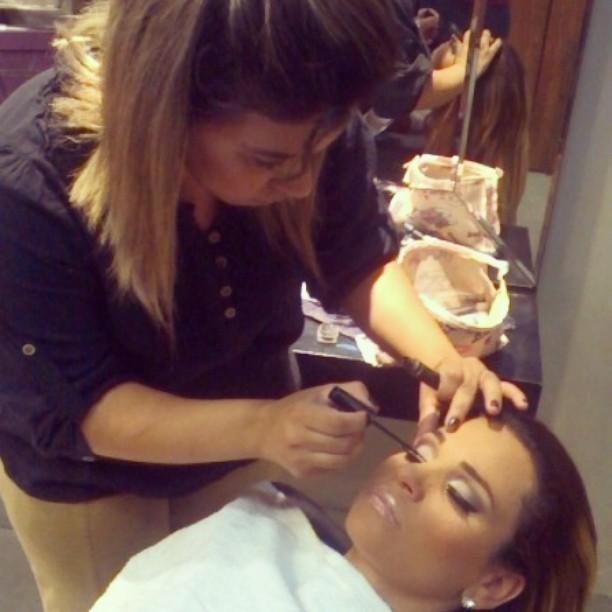 By Pricila Ferreira @pricilagfhair #maquiadora #maquiagemprofissional #pricilagfhair #make #diva #penteado #penteadonoiva #penteadomadrinha #penteadodiva cabeleireiro(a) maquiador(a) designer de sobrancelhas