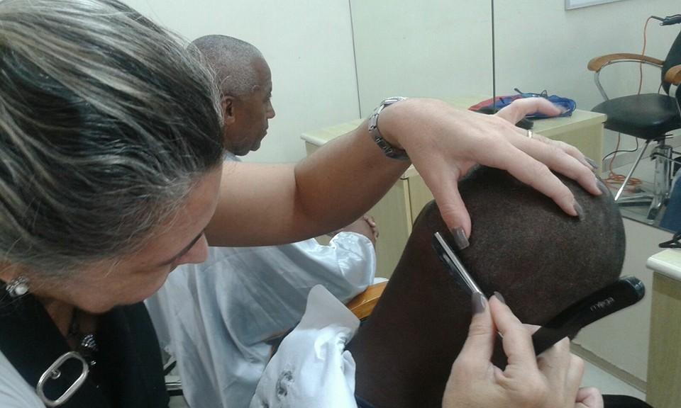 Corte Navalha cabeleireiro(a) maquiador(a)