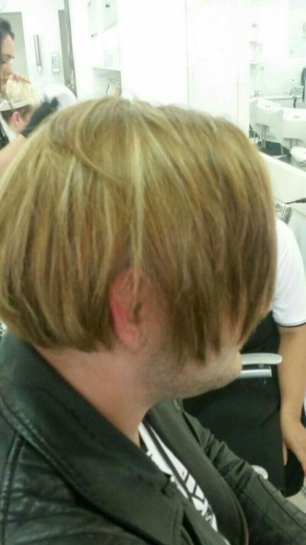Técnica usada reflexo, em diagonal ee matizado com 9.13 +9.02 para tirar o laranja e aminizar o dourado, resultado muito bom.  Coloração loreal cabelo auxiliar cabeleireiro(a) cabeleireiro(a)