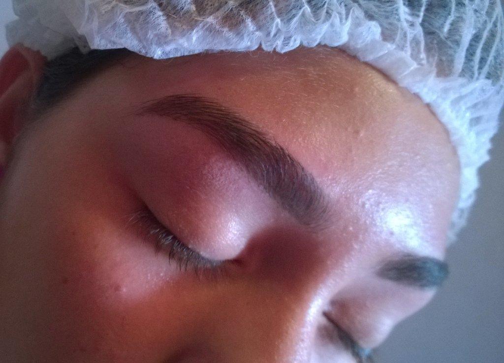 #Sobrancelhas Correção de #falhas camuflada com a #maquiagem #linda manicure e pedicure designer de sobrancelhas