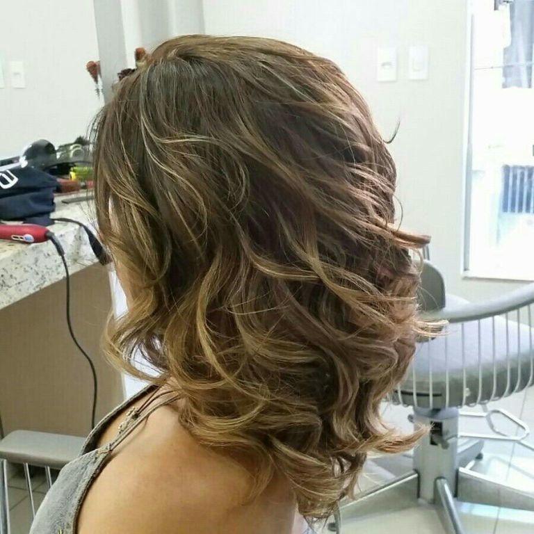 Mechas, Corte e Finalização. cabelo cabeleireiro(a) maquiador(a)