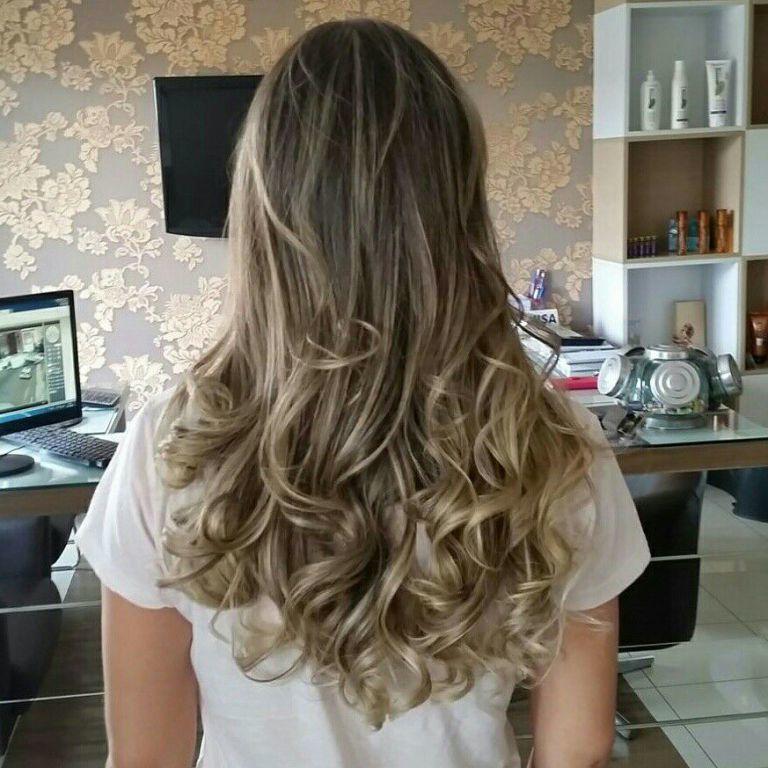 Mechas e Finalização. cabelo cabeleireiro(a) maquiador(a)