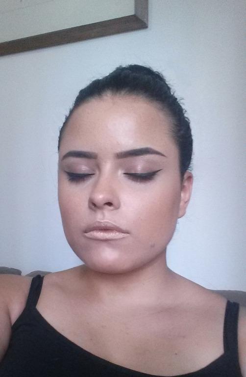 Maquiagem iluminada com batom #metalizado #batommetalizado maquiagem maquiador(a) designer de sobrancelhas