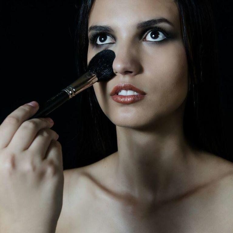 Esfumado com preto e marrom. Boca em tom de cobre. #esfumado #preto #marrom #cobre #metálica maquiagem maquiador(a) assistente maquiador(a)