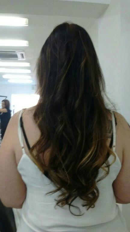 Algumas luzes tom dourado  em um cabelo colorido cor 5 ,para Não sensibizar o cabelo optei pelas luzes e na raiz um tom correspondente ao marrom ficou perfeito. Produto Wella. cabelo cabeleireiro(a)